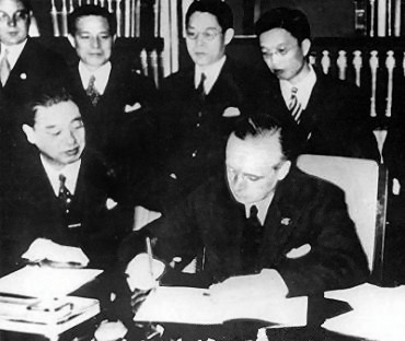 Anti-Comintern_Pact_signing_1936